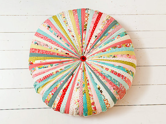 It\'s Only Natural: I have been thinking about round pillows