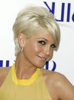 trendy short hairstyles for curly hair