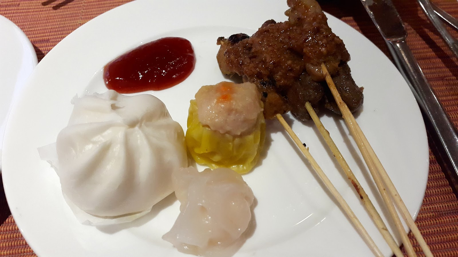 Dim sum and satay at Town Restaurant Fullerton Hotel