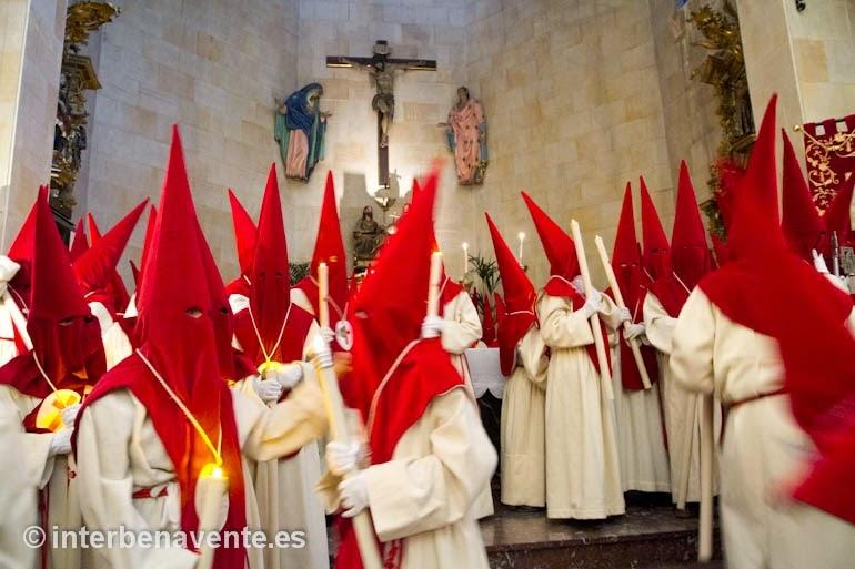 http://interbenavente.es/not/7149/guardemos-silencio-hermanos/
