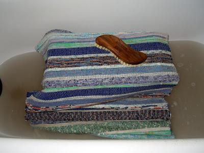 Tvätta trasmatta badkar