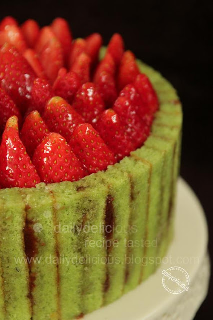 dailydelicious: Strawberry Pistachio Charlotte: My Cute and Delicious ...