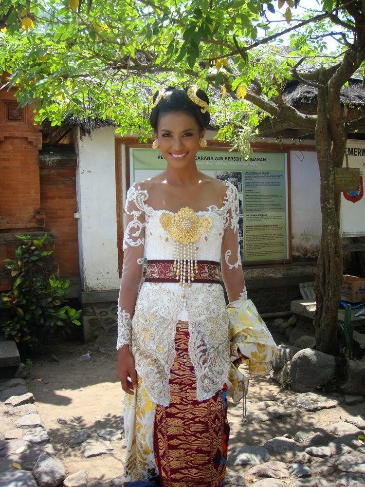 Foto Model Baju Kebaya Adat Bali