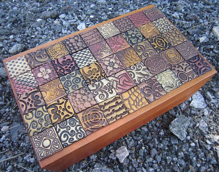 Detodomanualidades decoraci n de cofre con cer mica en fr o - Ceramica decoracion ...