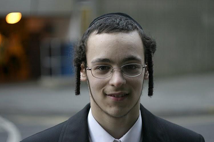 Como os judeus ortodoxos fazem seus cachinhos? E por quê?