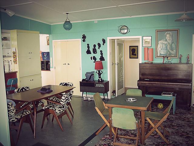 Esdesign a retro beach house nz for 1950s beach house designs