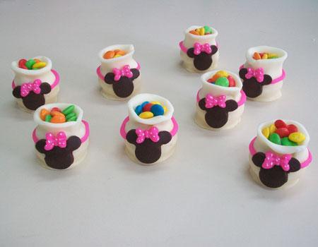 Orejas formadas con bombones cubiertos de chocolate.