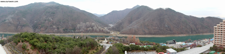 Vistas desde una habitación del resort Daemyung de Danyang
