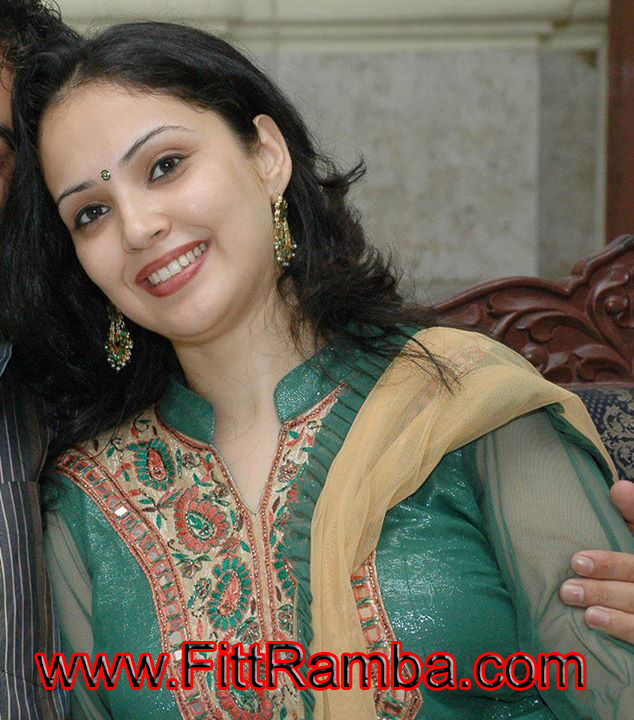 Indian Desi Dating Girl Yuvika Mobile Number For Chate