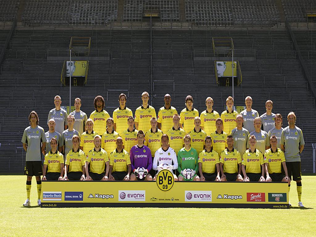 http://1.bp.blogspot.com/-SuT6lydN1N4/TnAjclOuMWI/AAAAAAAABHY/t7LsqpKOJ5M/s1600/Borussia-Dortmund-Wallpaper.jpg