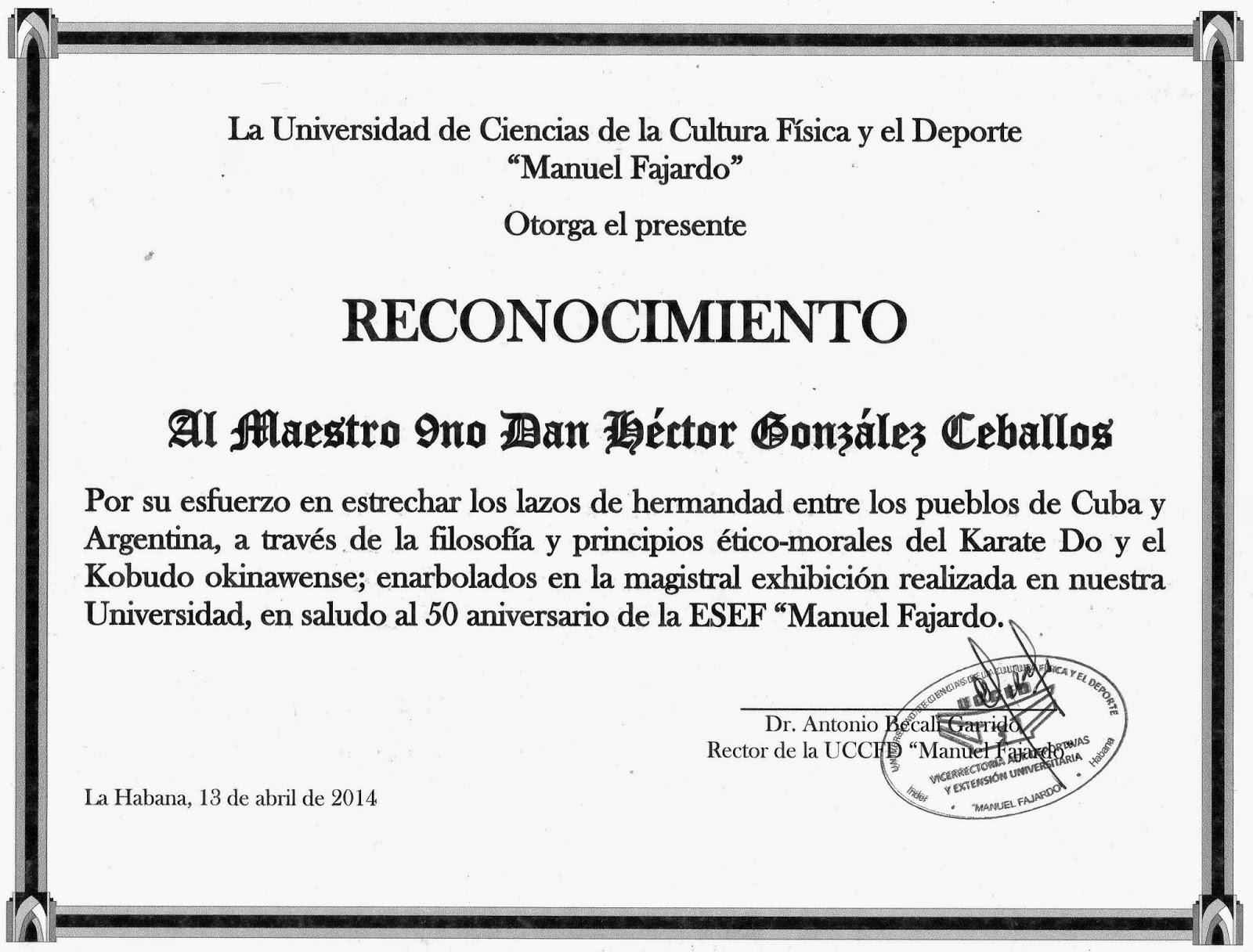 Maestro González Ceballos ejecuta kata de kama. Ceremonia de cierre a