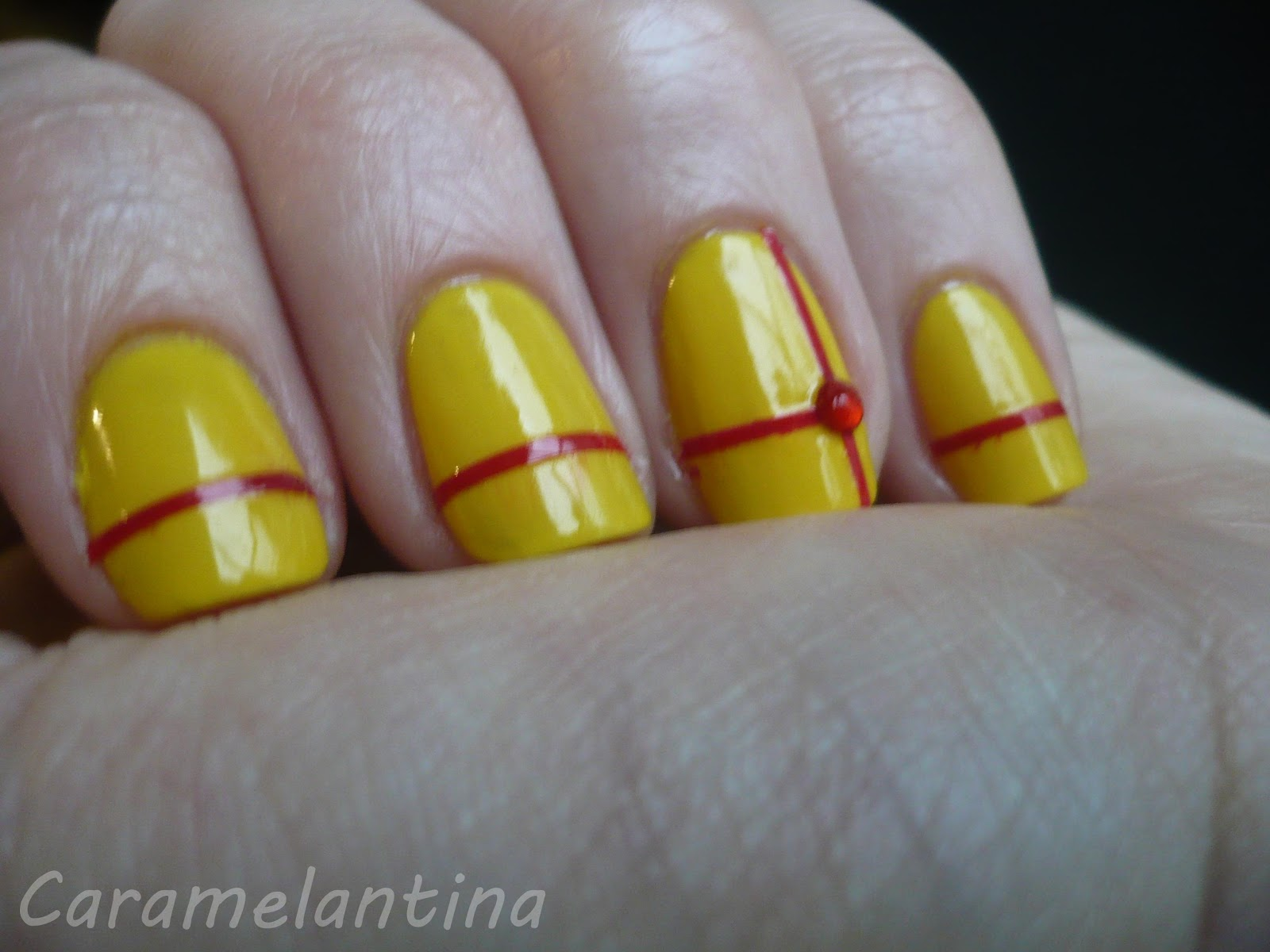 Manicuría Navidad ideas, Mabby Lemon, Maybelline Forever Red