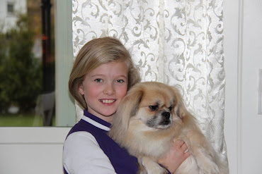 Skjønne Mari, 10 år med Leon.