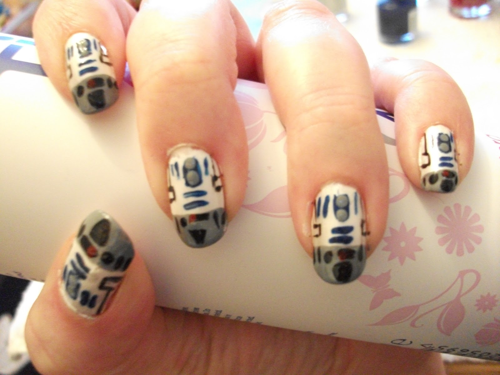 R2D2 Nails! | Nail Art Designs!