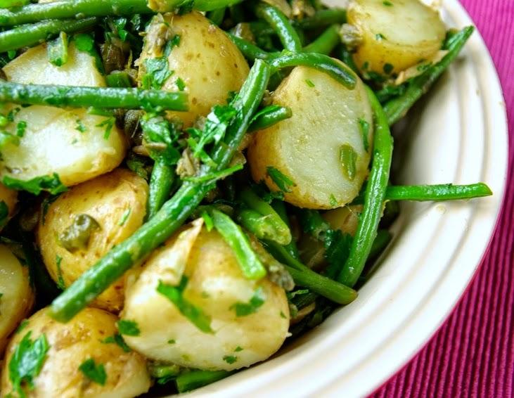 Salada Morna de Batatas e Vagens Assadas (vegana)