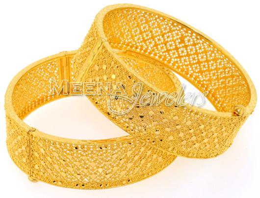 Traditional Trendy Bengali Wedding Gold Chur Design