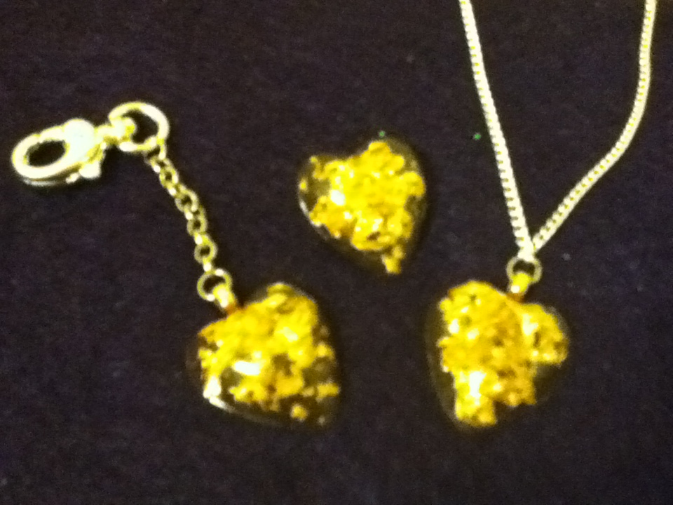 Resin Jewelry Gold Flake Resin Hearts