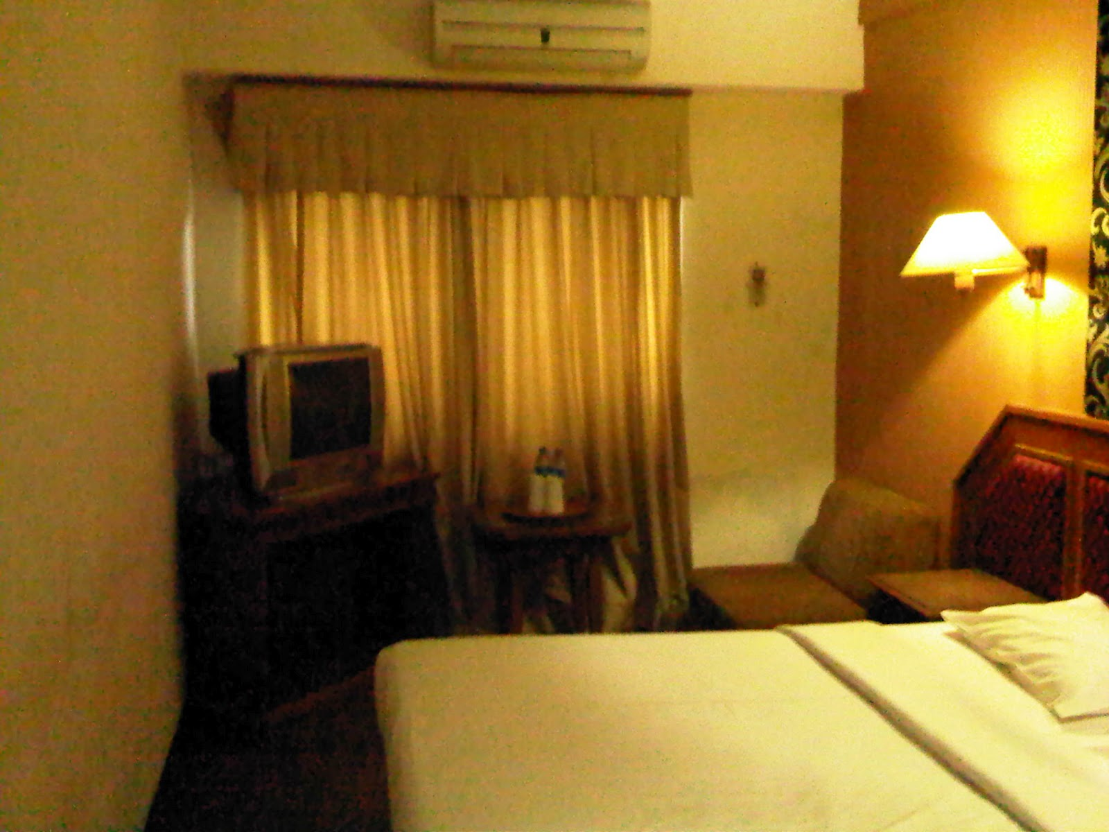 Redesign interior kamar hotel for Interior redesign