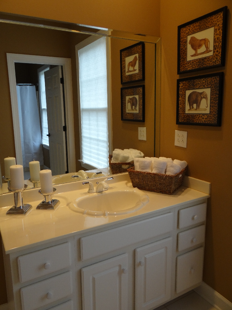 Bradford house consulting wow 39 em with key area staging for Bathroom decor sale