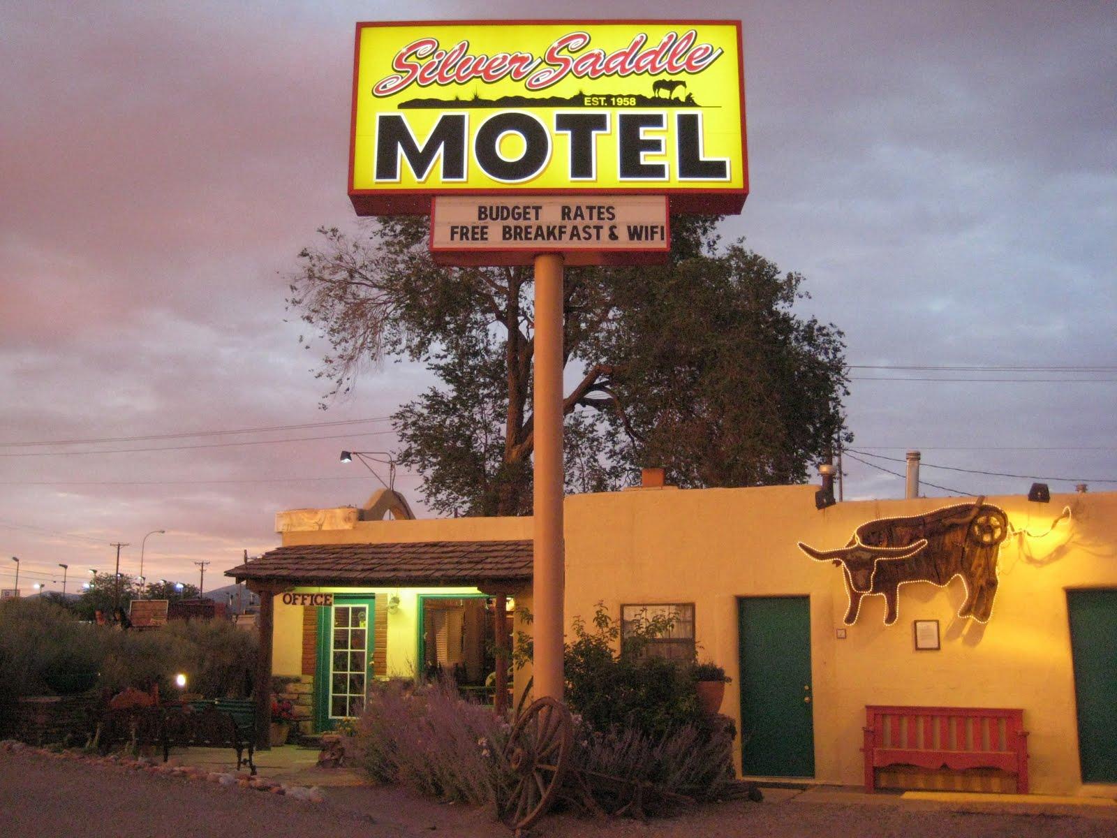 solitary van silver saddle motel. Black Bedroom Furniture Sets. Home Design Ideas