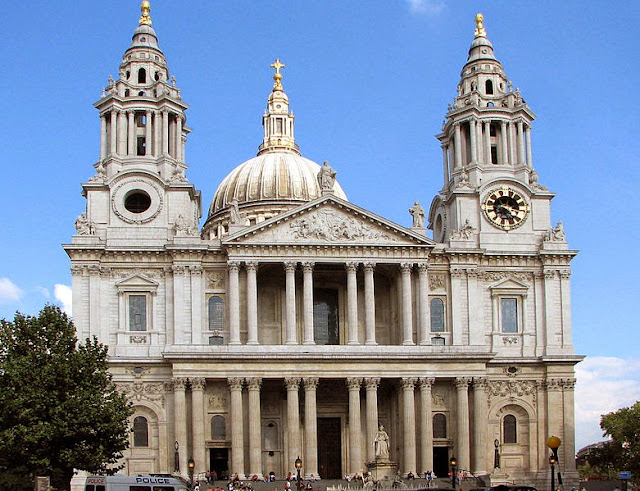 St Paul's Cathedral (west side) - London, UK | Travel London Guide