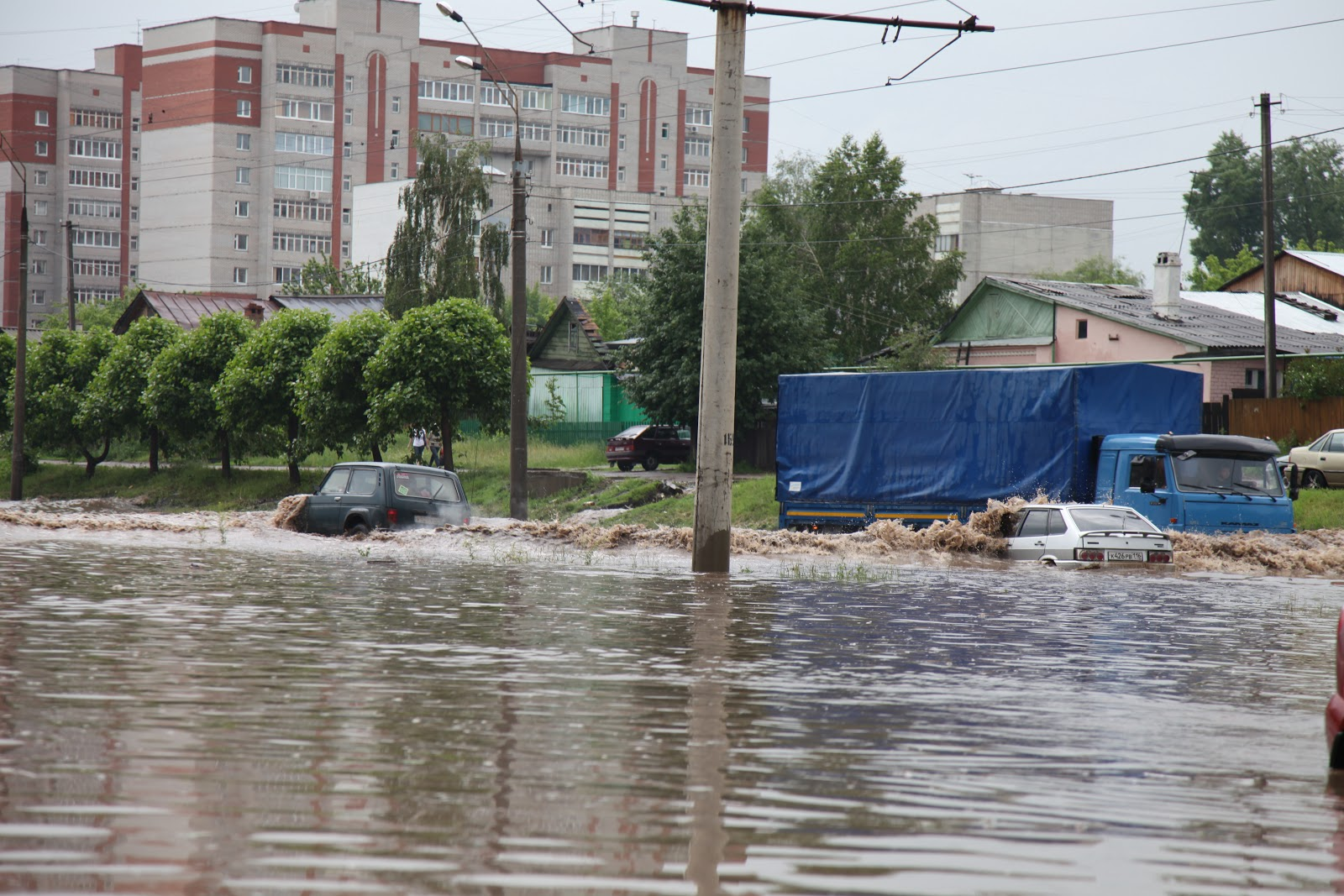"""За прошедшие сутки на телефоны  """"горячей линии """" МУП  """"Водосток """" от жителей города поступило 18 обращений."""