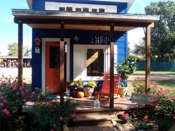 Lloyd s blog austin to shelter homeless in a tiny house for Small texas houses