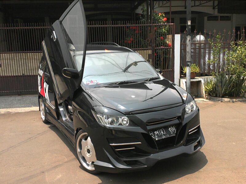 Modifikasi mobil daihatsu all new xenia li deluxe hitam putih sporty