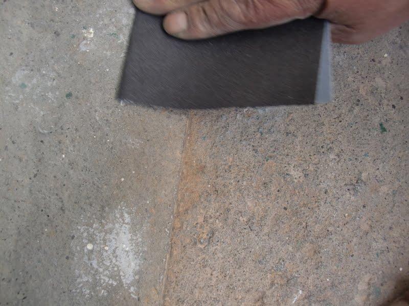 aprende con tu amigo luis quitar pintura del suelo de piedra