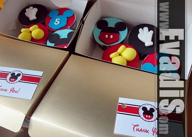 Picture of cupcakes in box for teach of Mickey Mouse Cowboy theme
