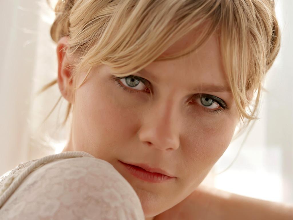 http://1.bp.blogspot.com/-SwyA00bt6mw/TnCHHxJWlqI/AAAAAAAAEVE/zxlLDGAHIe0/s1600/Kirsten+Dunst.jpg