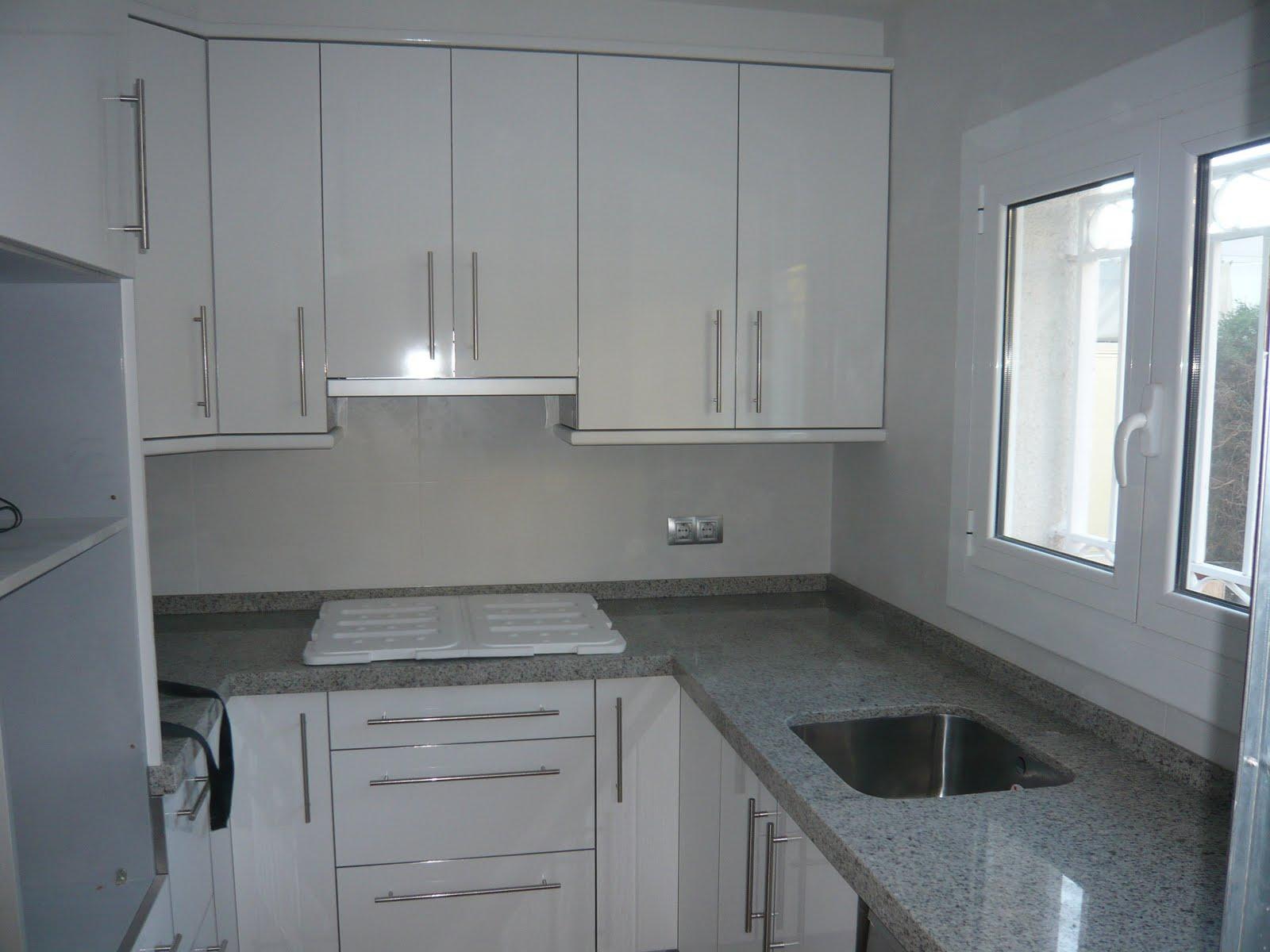 Reuscuina cocina blanco brillo for Granito blanco para cocina