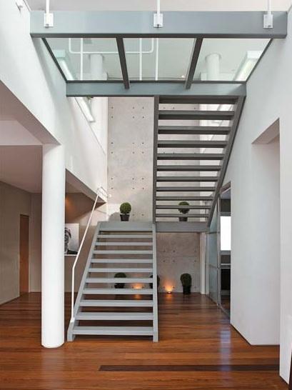 decoracao de paredes de escadas interiores:Escada com estrutura metálica. Via Escadas residenciais.