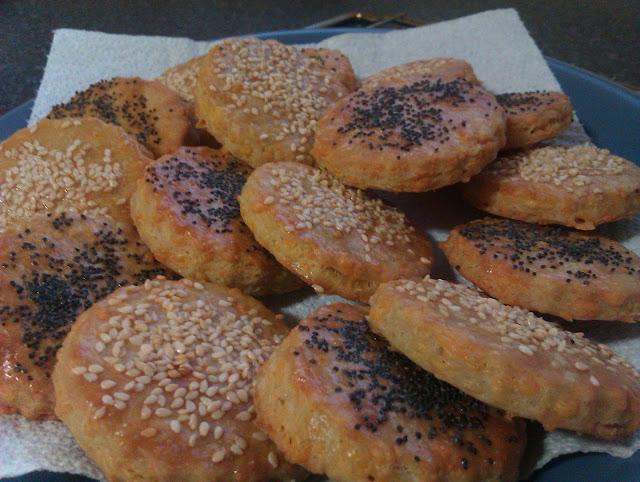 Savoury cheddar biscuits