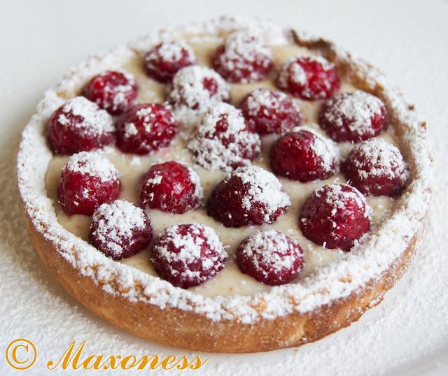 Малиновое пирожное. Французская кухня.