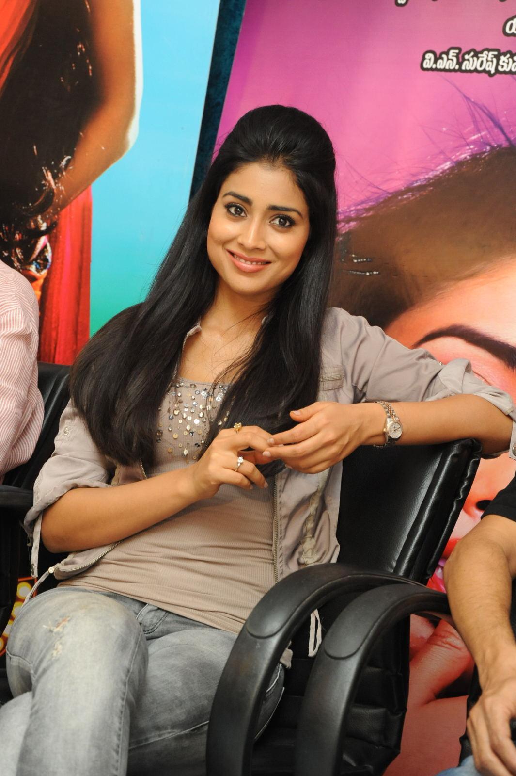 Sparkling Shriya gorgeous looking photos at pavitra press meet