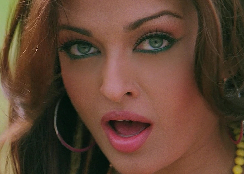 Aishwarya Rai Hot Navel And Boobs