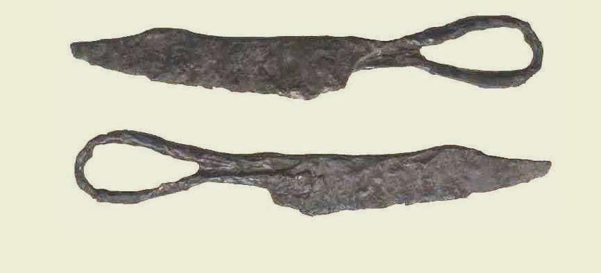 Tijeras, siglo XII, bien pudieron ser utilizados para apurar la barba y cortar el cabello