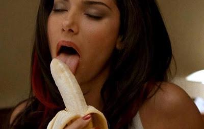 women eating banana mulheres comendo banana sexy