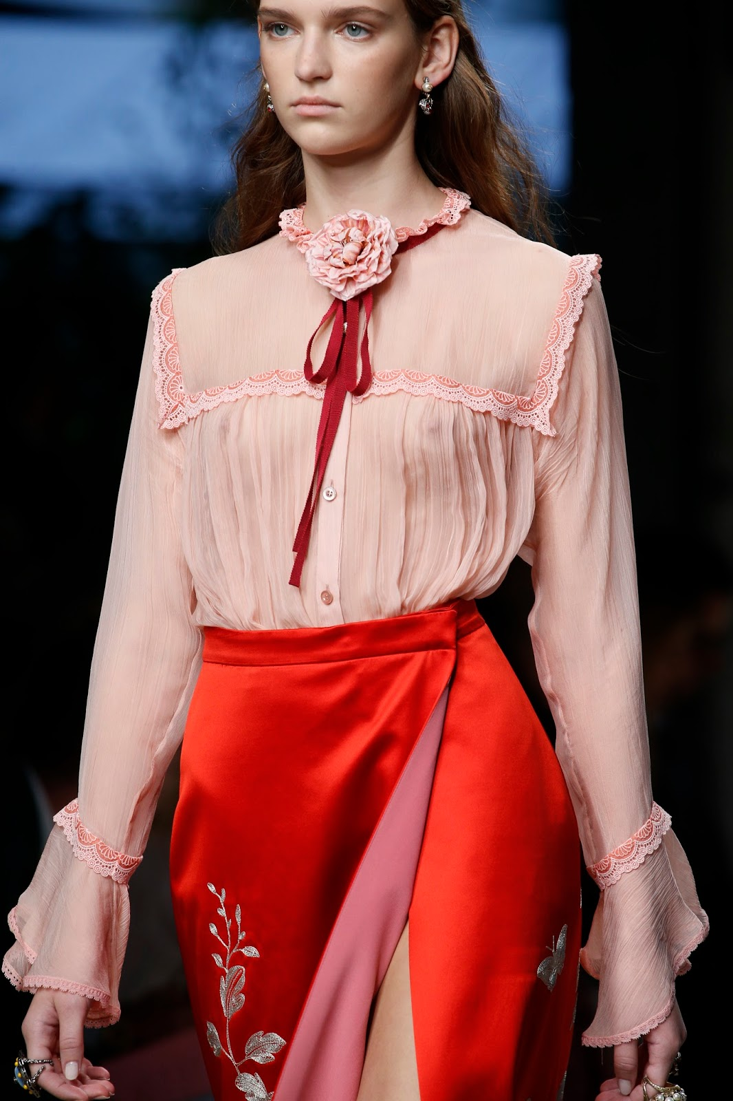 Spring/Summer 2016 trend report / Gucci SS16 / ribbons & bows via www.fashionedbylove.co.uk
