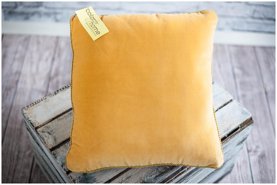 http://sklep.colorforhome.pl/Poduszka-Ozdobna-Dekoracyjna-Honey-Yellow