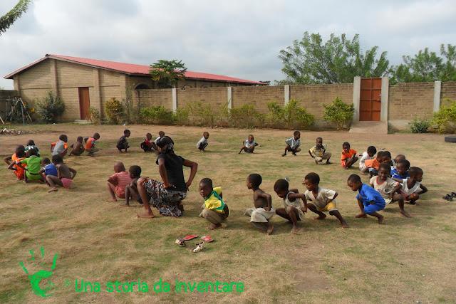 Educazione fisica nella scuola di Atchané, Togo, Africa