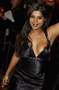 WOMEN IN THE WORLD: Indira falls out of her dress photos: womandream.blogspot.com/2012/08/indira-falls-out-of-her-dress...