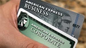 """(Nueva York – EE UU, 7 Marzo – EFE.)– American Express puso en marcha una iniciativa por la que los usuarios de sus tarjetas en Estados Unidos podrán obtener descuentos al comprar productos de McDonald's, Dell o H&M si dejan mensajes en la plataforma Twitter anunciando las ofertas especiales de estas compañías. """"American Express está introduciendo el contenido de Twitter en la actividad comercial, conectando a usuarios de tarjetas con las empresas, y proporcionando valor del mundo real a ambos, mediante la continua convergencia de los comercios convencional y en línea"""", afirmó el vicepresidente de la financiera, Ed Gillian. """"American"""