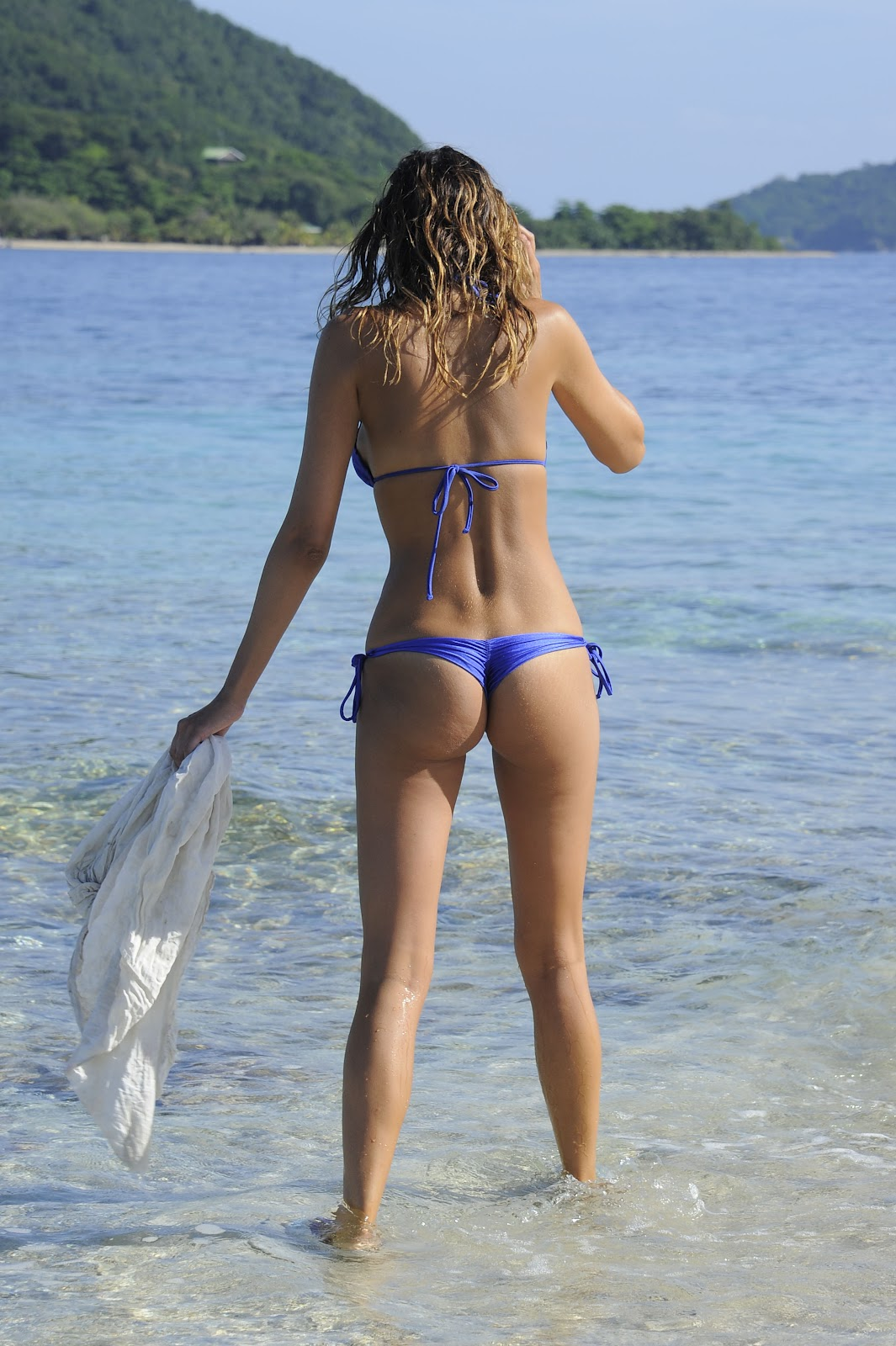 Celebrities in Hot Bikini: Aida Yespica