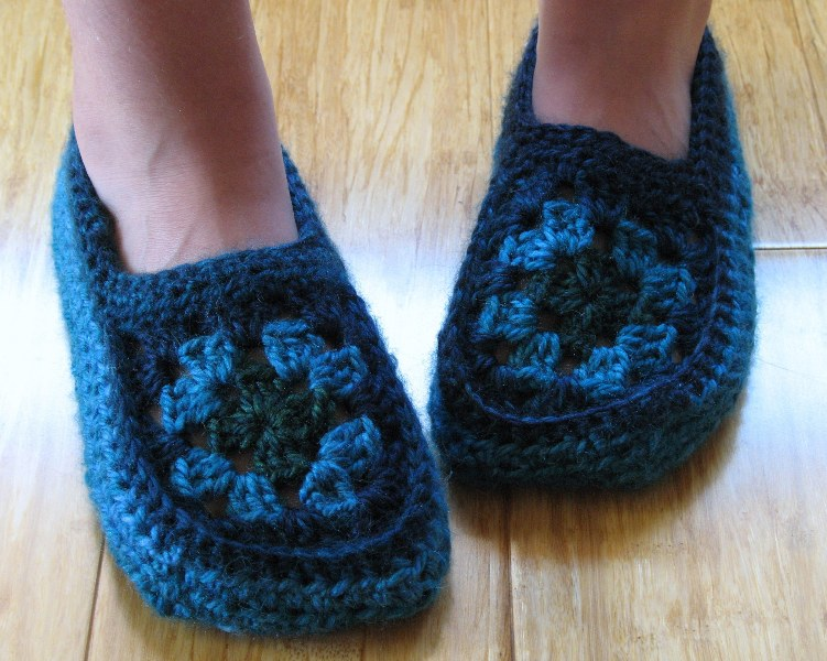 Crochet Granny Square Slipper Pattern : eclectic me: Edna Slippers.....