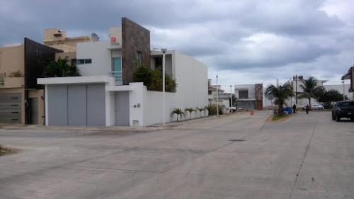Residencias en Fraccionamientos Privados  EN VENTA  Varias Opciones