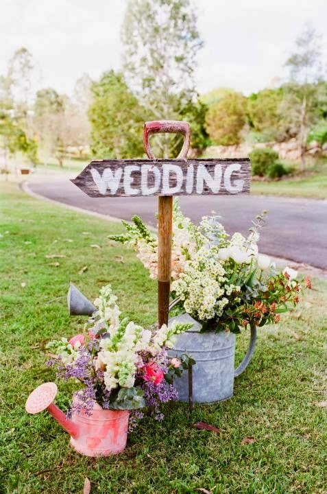 vintage shovel used as a wedding sign