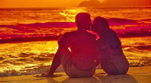 Cặp đôi lãng mạn bên bãi biển 2