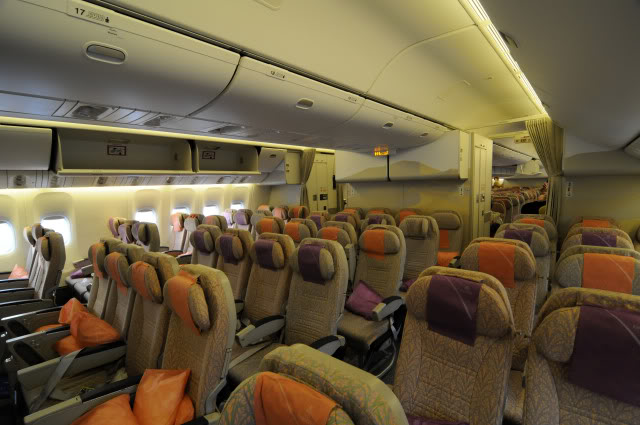 Mosaico as impress es de voar emirates e no airbus a380 for Interieur 777 300